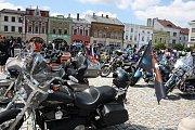 Na hranické náměstí se v sobotu 27. května sjely přes dvě stovky motorek, mezi kterými kralovala legendární značka Harley Davidson.