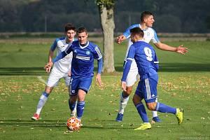 Fotbalisté Všechovic (v modrém) doma proti přerovské Viktorce