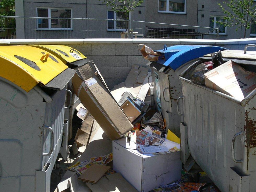 Přestože množství odpadu, které občané posílají k recyklaci, se rok od roku zvyšuje, frekvence odvozu zůstává již několik let, stejně jako počet popelnic, stejná.