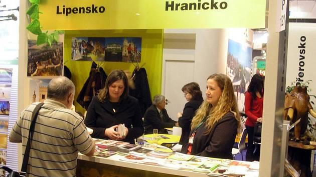 VELETRH MĚST. Na mezinárodním veletrhu cestovního ruchu s názvem Regiontour nechyběla v Brně ani města někdejšího přerovského okresu