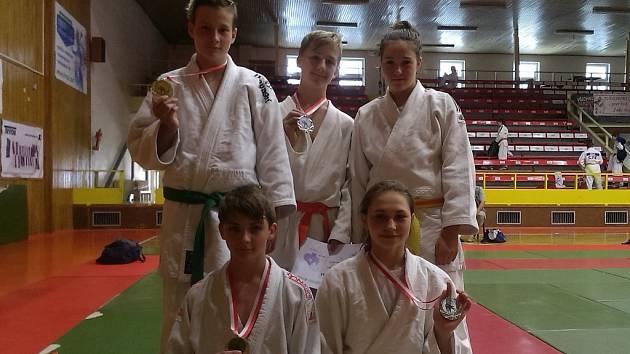 TRIUMF. Suverénní byli reprezentanti JUDO Hranice na turnaji v Pardubicích. Domů všichni přivezli medaili.
