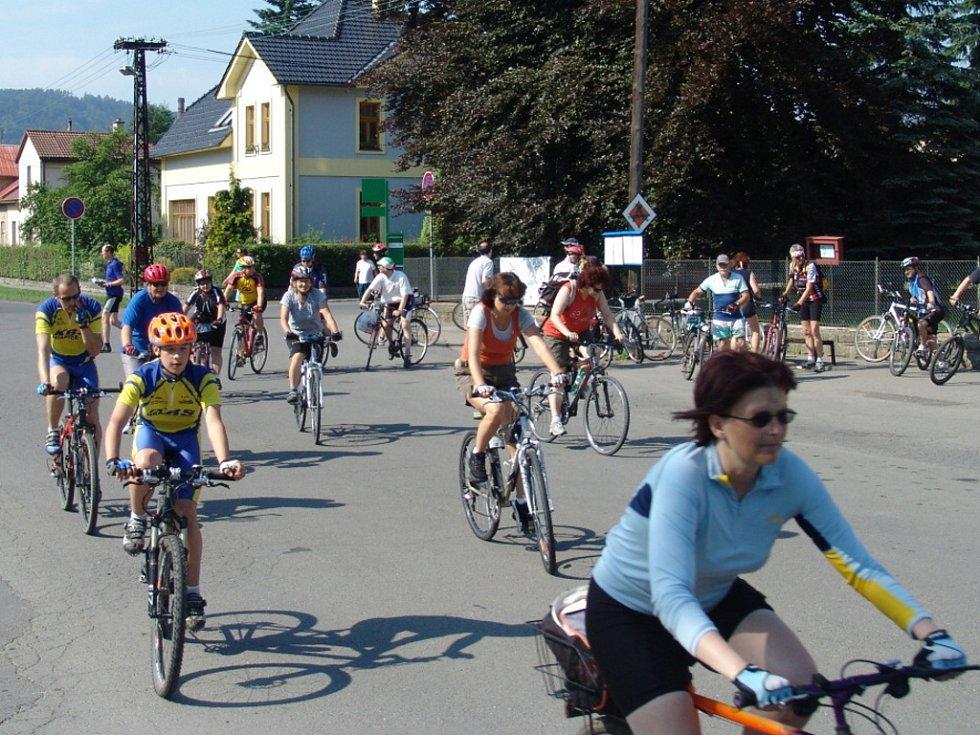 Hromadné výlety po mlynářské cyklotrase si na Hranicku získaly velkou oblibu.