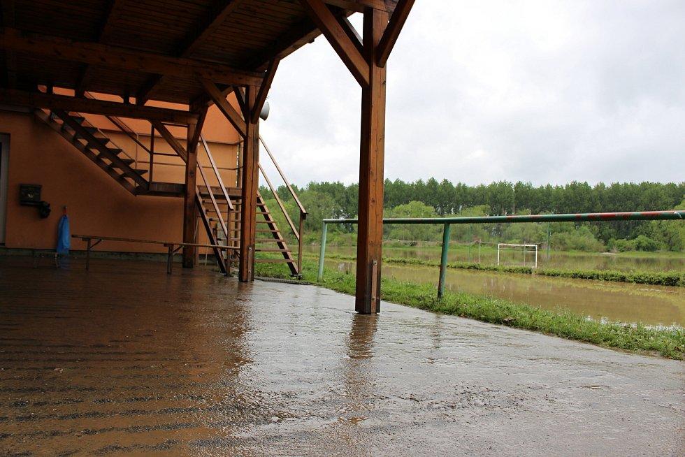Zatopené hřiště v Ústí ve čtvrtek 23.5. 2019 dopoledne.
