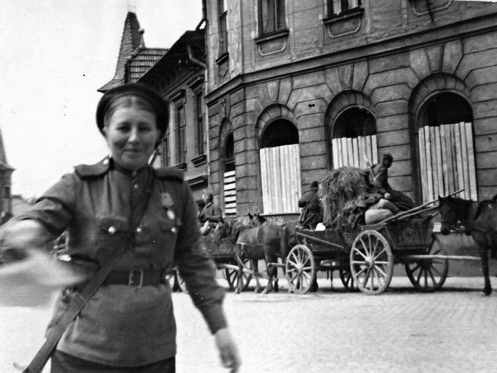 U Fary, naproti Růžku, 10. května 1945, dopravní policie.