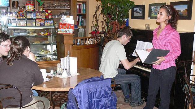 Pianobar v Café Baru - Ilistrační foto