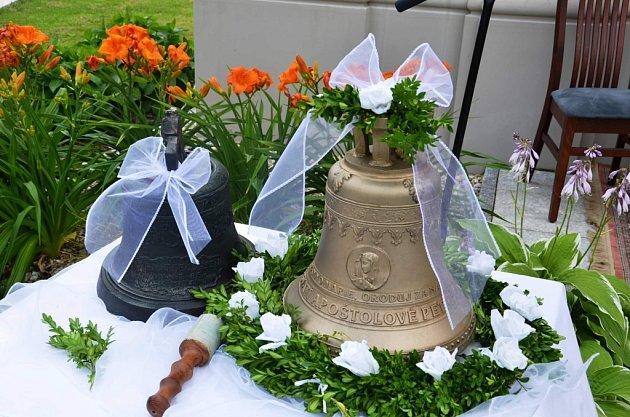 Slavnostní žehnání zrekonstruované hasičské zbrojnice, žehnání sochy svatého Floriána, také nově zrekonstruované kaple Panny Marie a nového zvonu vHorních Těšicích.