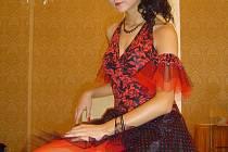 Šaty pocházejí z dílny Brigity Ročňákové, rodačky z Hranic.