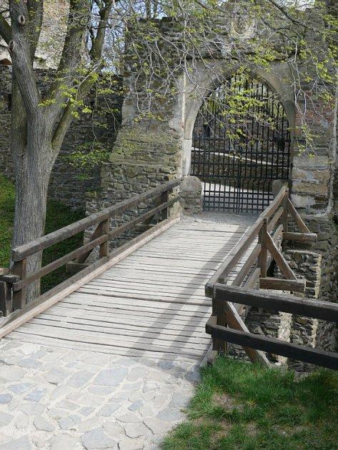 Starý třetí most na hradě Helfštýn před stržením