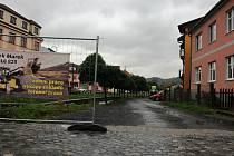 Cestu mezi Pivovarskými schody a Hotelem Centrum na ulici Komenského čeká rekonstrukce.
