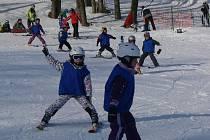 Už druhý víkend probíhá v lyžařském areálu V Potštátě Lyžařská škola pro děti.