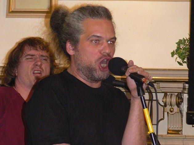 Petr Váša se skupinou Ty Syčáci přerovské posluchače doslova rozvášnil.