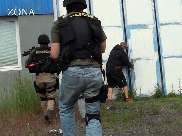 Policisté zasahují ve velkopěstírně konopí v Družstevní ulici v Hrancicích