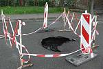 Propadlá vozovka na křižovatce ulic Havlíčkova a Tyršova