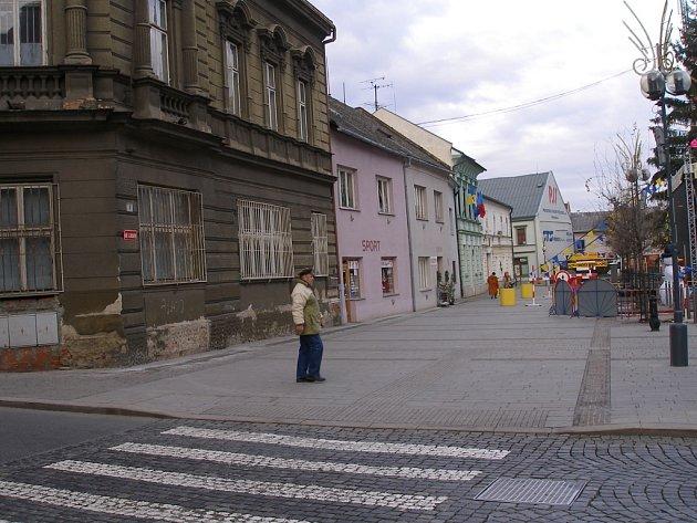 Vize, jak by tato část náměstí mohla v budoucnu vypadat, je zpracována. Otázkou je, zda se městu podaří najít investora, který by se realizace tohoto projektu ujal.