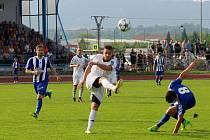 Divizní derby mezi SK Hranice a TJ Sokol Ústí (v bílém). Ilustrační foto
