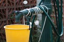 Stále více majitelů studní se připojuje k obecnímu vodovodu.