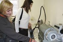 Prostějovská pobočka Technické univerzity v Liberci představila zájemůcm o studium nejnovější trendy v textilním průmyslu.