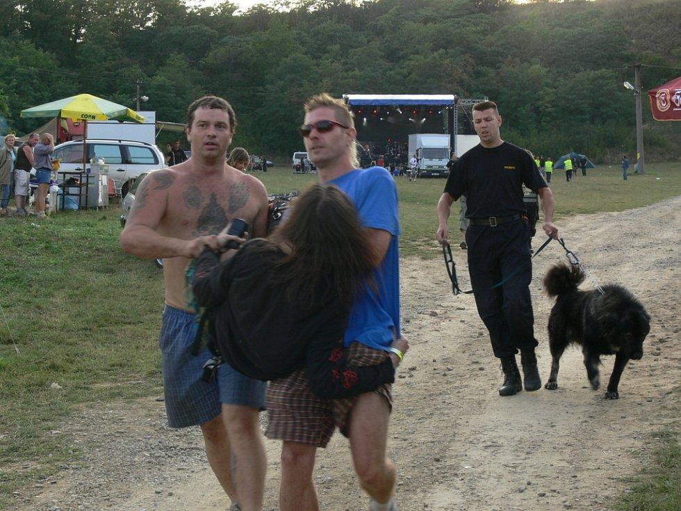 V sobotu navečer se na festivalu sešlo jen několik desítek fanoušků.
