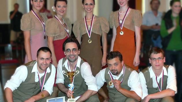 Již podruhé si z mistrovství republiky přivezli v sobotu zlato členové hranické taneční skupiny Oldies.