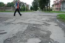 Zoufalý stav Tovačovského ulice v Hranicích.