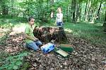 Děti z mateřské školky ve Skaličce si užívají tento týden Lesní školku v Nihlovském lese.