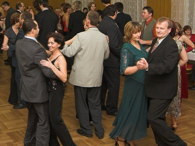 Tanec a dobrá zábava doprovází plesy na Hranicku.
