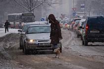 Přerov zasypal sníh. Silničáři měli plné ruce práce.