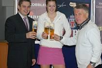 Vítězný přípitek se Zubrem v roce 2008, kdy vyhrála Tereza Hladíková.