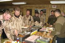Čeští vojáci si v Afghámostánu pochutnali na hranickém chlebu.