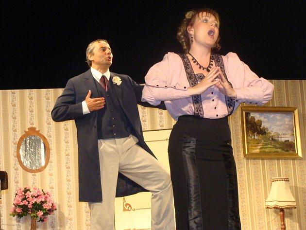 V Městském domě v Přerově vystoupili ve čtvrtek pražští herci s divadelní hrou Blázinec v 1. poschodí.
