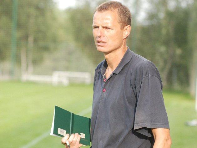 Kormidelník fotbalistů SK Lipová Petr Mrázek.