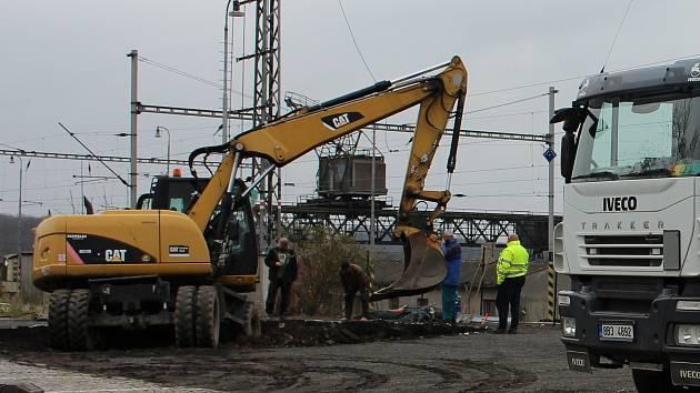 Stavba cyklověže v Hranicích začala u vlakového nádraží 15. dubna 2021.