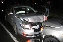Chodec vběhl na křižovatce do cesty řidiči osobního vozidla Volkswagen Passat.
