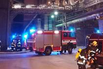Šest hasičských jednotek likvidovalo v noci na úterý 9. dubna požár pásové technologie v průmyslovém areálu v Hranicích.