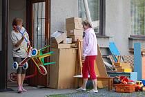 Kvůli rekonstrukci objektu školky se děti na půl roku přemístí do Základní školy v Osecké ulici.