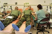 Vojáci z útvaru civilně vojenské spolupráce v Lipníku nad Bečvou hromadně darovali krev.