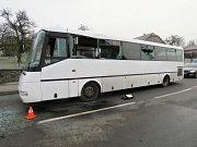 V Milenově se ve středu 15. listopadu srazil autobus s traktorem. Jedna žena byla zraněna.