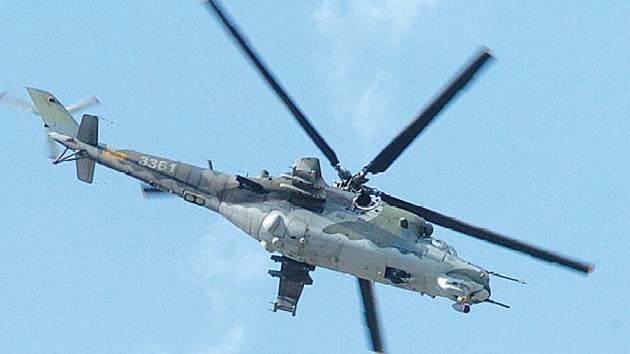 Lidé často volají na bochořské letiště kvůli přelétávajícím vrtulníkům.