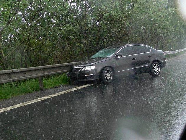 Nehoda passatu na příjezdu do Hranic od Bělotína