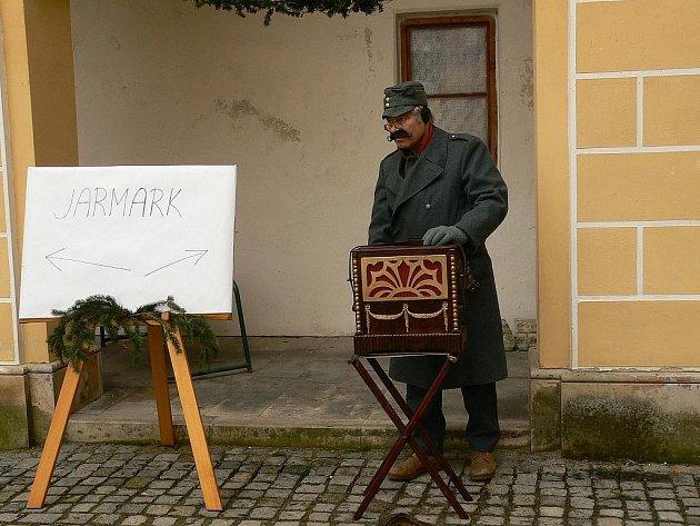Stejně jako loni, i letos zavítá na Vánoce na zámek do Tovačova flašinetář.