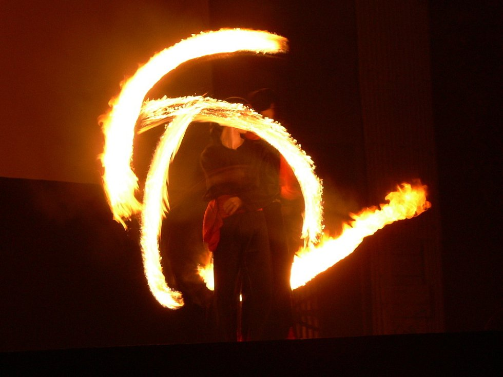 V letním kině pak byla připravena velkolepá ohňová show.