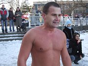 Pavel Poljanský vydržel 30 minut a 8 sekud ve vodě o teplotě nula stupňů.