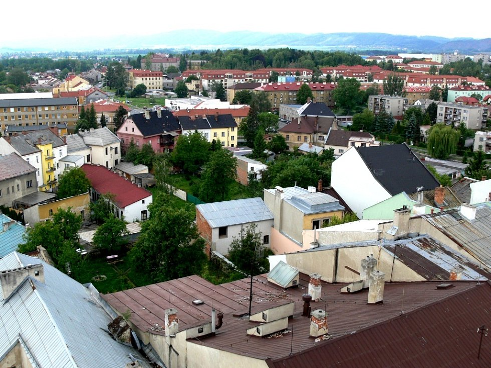 Nevšední pohled na město Hranice poskytne návštěvníkům ochoz radniční věže.