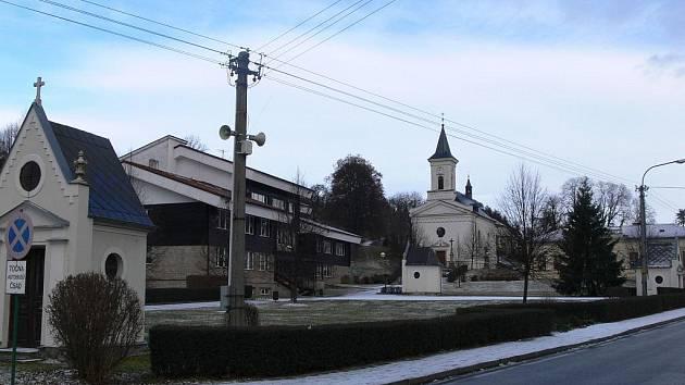 Náves v obci Střítež nad Ludinou