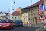 Rozpracovaný úsek na Komenského ulici v Hranicích