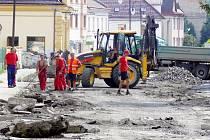 Během následujících tří měsíců proběhne kompletní obnova Komenského ulice.