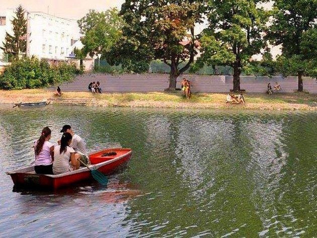 Architekt Tomáš Kočnar navrhl zastupitelům města zajímavé řešení břehu řeky Bečva v Kropáčově ulici
