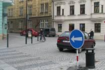 Až do 5. června budou muset řidiči cestou na hranické náměstí projíždět Radniční ulicí. Přilehlá Farní ulice je totiž od středy 1. dubna slepá.