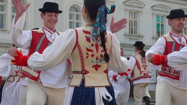 Náměstí v Lipníku nad Bečvou patřilo o víkendu Záhorským slavnostem.