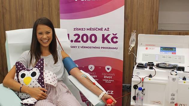 Krevní plazmu pravidelně daruje i modelka a moderátorka Monika Leová, která pochází z Královéhradecka.